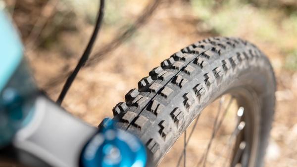 El Maxxis Minion DHF es posiblemente el neumático más popular de todos los tiempos gracias ...