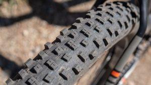 Los neumáticos tienen una tendencia más amplia, al igual que nuestros modelos de prueba. Neumáticos más anchos ...