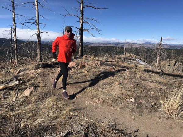 Los senderos rocosos y empinados en Bear Peak de Boulder fueron un excelente ...